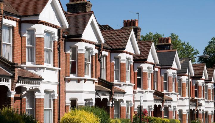 هاليفاكس: تباطؤ نمو أسعار المنازل في بريطانيا للشهر الثالث