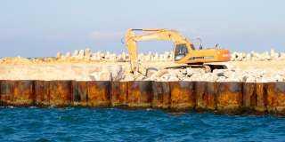 رئيس «اقتصادية قناة السويس»: تطوير ميناء العريش لتلبية احتياجات المستثمرين