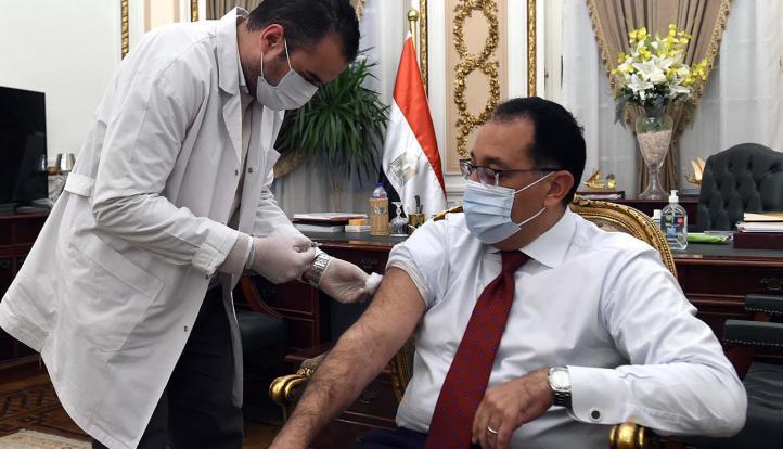 رئيس الوزراء يتلقى لقاح فيروس كورونا