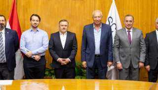 «اقتصادية قناة السويس» توقع عقد تدشين مركز لوجيستي لـ «مرسيدس» بالعين السخنة