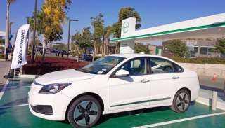 الحكومة تنفي التراجع عن تنفيذ مشروع صناعة السيارة الكهربائية